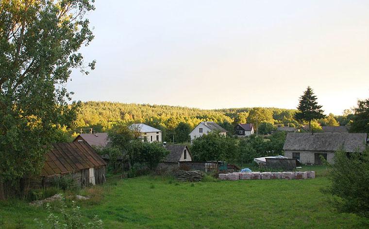 Wieś Sycze na szlaku Doliny Moszczonej - (źródło wikipedia.org)